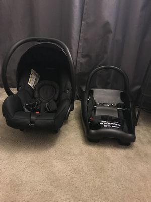 Infant car seat mico max maxi cosi with base for Sale in Richmond, VA