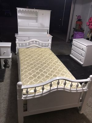 Twin Bedroom set in white for Sale in Virginia Beach, VA