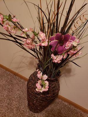 Wicker floor vase for Sale in Columbus, OH