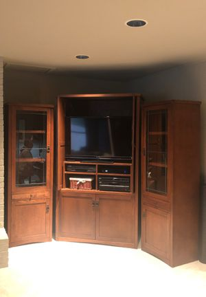 """Media console set w/ 42"""" Sony TV included for Sale in Bellevue, WA"""