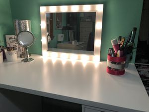 Medium size vanity $200 firm for Sale in New York, NY