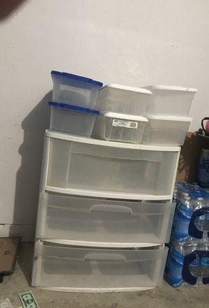 Plastic drawers/cajones de plástico for Sale in Los Angeles, CA