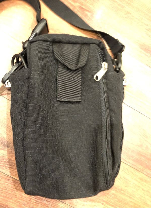 New Columbia Crossbody bag with lots of pockets