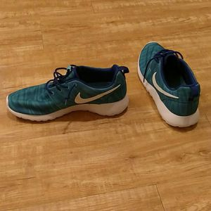 Women's Nike Shoes 9.5 for Sale in Portland, OR