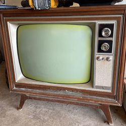 Free Vintage TV for Sale in Troutdale,  OR