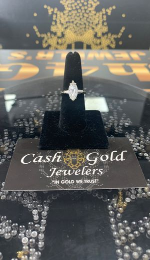 14k WHITE GOLD WEDDING RING for Sale in Hialeah, FL