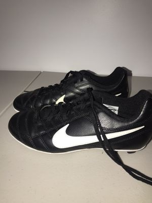 Kids Nike soccer shoes cleats size 4 Y for Sale in Staten Island, NY