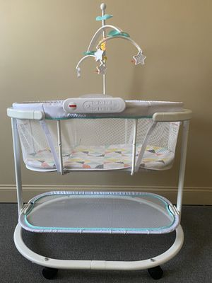 Fisher price. Soothing Motions Bassinet for Sale in Brooklyn, NY