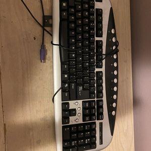 Keyboard for Sale in Bakersfield, CA