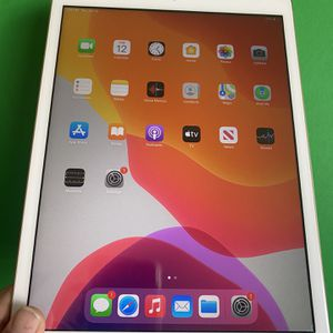 """128GB Apple Ipad 8th Generation (Latest 2020 Model / 10.2"""" Retina ) with New accessories (New / 1 year Apple warranty) for Sale in City of Industry, CA"""