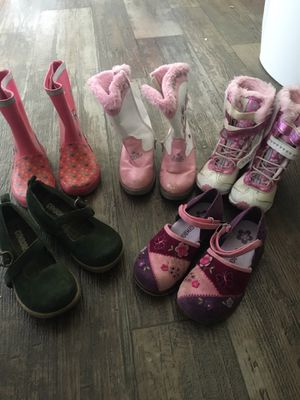 Shoes and boots for girl 5 $ each . Boots size 7 , 8 and size shoes 11 for Sale in Lutz, FL