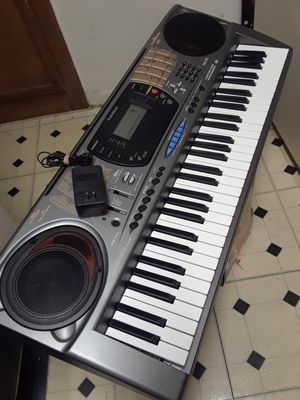 MD-1211 RADIOSHACK PIANO KEYBOARD. ADAPTER CORD INCLUDED. IN PERFECT CONDITION. WITH LOTS OF FEATURES AND HIGH QUALITY SPEAKERS for Sale in Dallas, TX