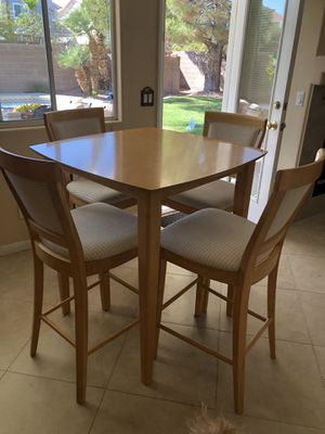 High Top Table w/6 chairs for Sale in Las Vegas, NV