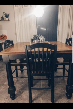 Kitchen Table + 4 Chairs for Sale in Des Moines, WA