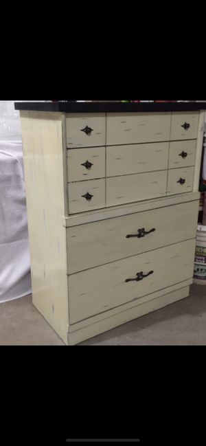 Nice wood dresserlike new. for Sale in Heber, AZ