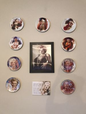 Marilyn Monroe Decorative Plate w/wall hangers for Sale in Winter Garden, FL