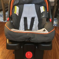 Graco Infant Car Seat With Base for Sale in Alpharetta,  GA
