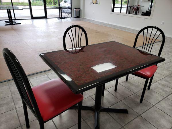 4 tables, 4 mesas