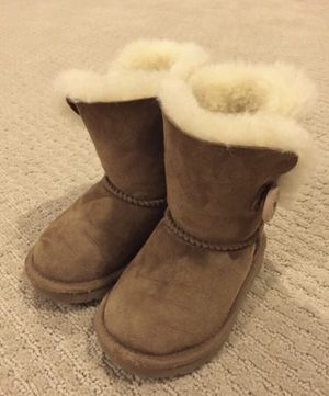 UGG Kids Bailey Button Boots Size 6 for Sale in North Potomac, MD