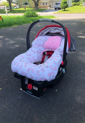 Gracie click connect snuggle ride 35 car seat with base for Sale in Huntingdon Valley, PA