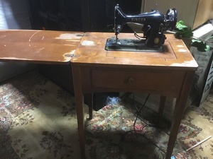 Singer Sewing Machine and Table for Sale in Tacoma, WA