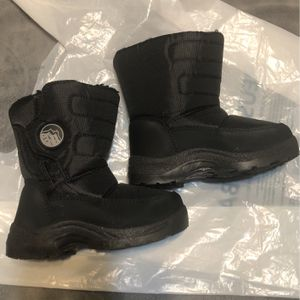 Snow Boots For Toddler for Sale in Madera, CA