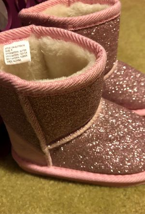 Toddlers girls boots size 8 for Sale in Lancaster, CA