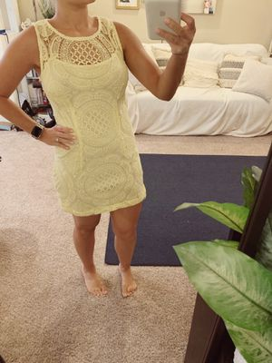 Yellow lace dress for Sale in Riverview, FL