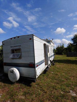 99 Wilderness 26 foot travel trailer to door entry for Sale in Orlando, FL