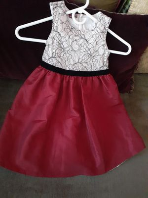 Holiday girl dress size 5T for Sale in Jurupa Valley, CA