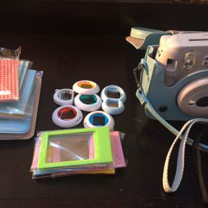 Polaroid/ Polaroid Set for Sale in Indianapolis, IN