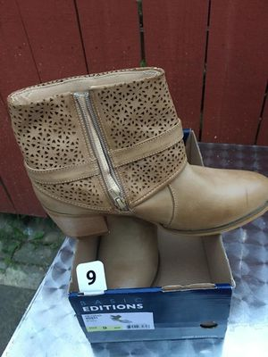 Womens boots size 9 for Sale in Dearborn, MI