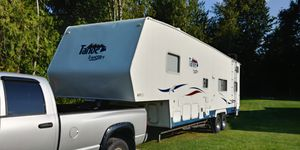 2003 Thor Tahoe Transporter 33' 5th Wheel Toy Hauler for Sale in Snoqualmie, WA