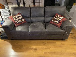 Very nice condition grey couch for Sale in Fort Lauderdale, FL