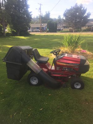 Automatic transmission riding lawn mower for Sale in Auburn, WA