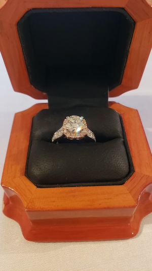2 ct engagement ring 1.72 center stone 18k gold vs1 color j for Sale in Miami Beach, FL