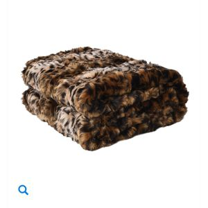 NWT Faux Fur Throw Blanket for Sale in Garden City South, NY