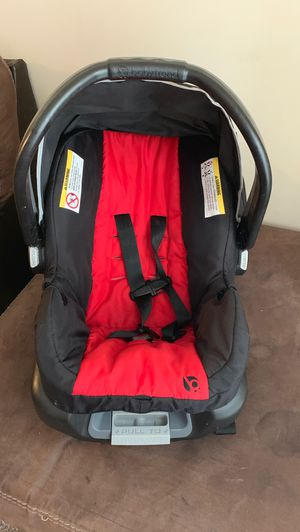 Infant car seat with base. for Sale in Raleigh, NC