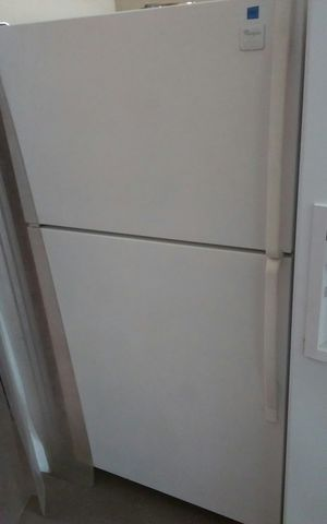 White Whirlpool Refrigerator for Sale in Tampa, FL
