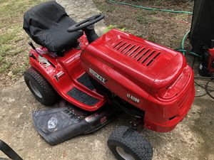 """Huskee LT4200 42"""" Riding Lawn Mower 18.5 hp for Sale in Austin, TX"""