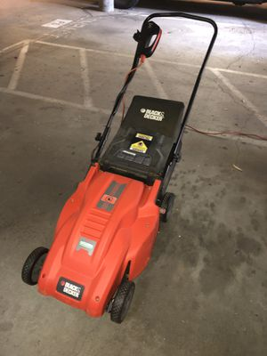 Electric lawn mower runs with cord for Sale in Long Beach, CA
