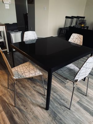 Dinning /breakfast table with chairs for Sale in Grand Prairie, TX