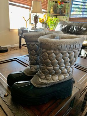 Snowboots size 10 women's $30 for Sale in Surprise, AZ