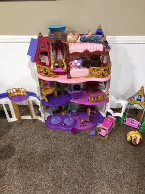 Doll house for Sale in Taylors, SC
