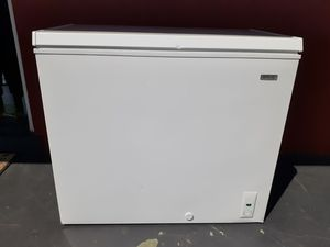 Brand new scratch and dent chest freezer with for 1 year warranty for Sale in Clearwater, FL