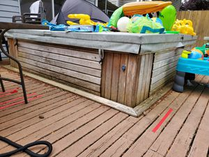 Free Hot Tub (Must be able to uninstall and remove) for Sale in Kent, WA