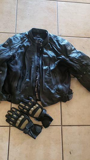 Padded motorcycle jacket and gloves for Sale in Concord, CA