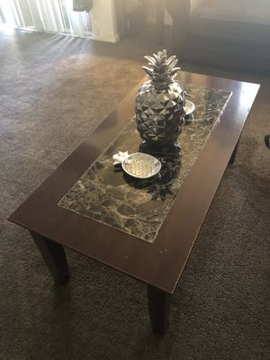 Coffee table with 2 end tables and 2 lamps for Sale in Rockville, MD