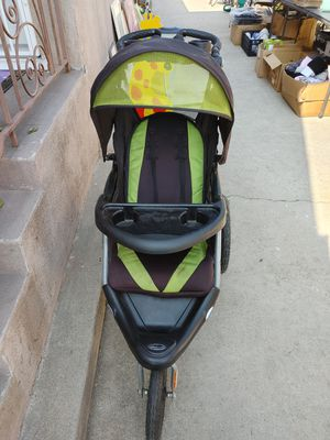 Jogger stroller in good condition. It doesn't close for Sale in Alhambra, CA