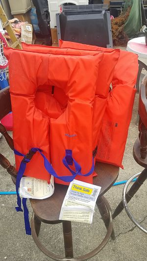 3 universal life vests for Sale in Columbus, OH